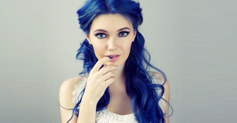 неординарные синие волосы