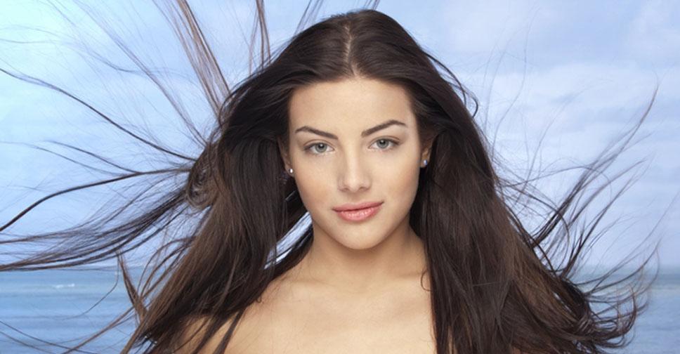 Почему возникает неприятный запах от кожи головы и волос и как решить эту проблему