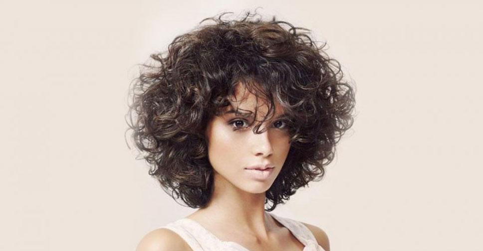 Какие стрижки лучше всего делать на вьющиеся волосы, модные варианты для непослушной копны