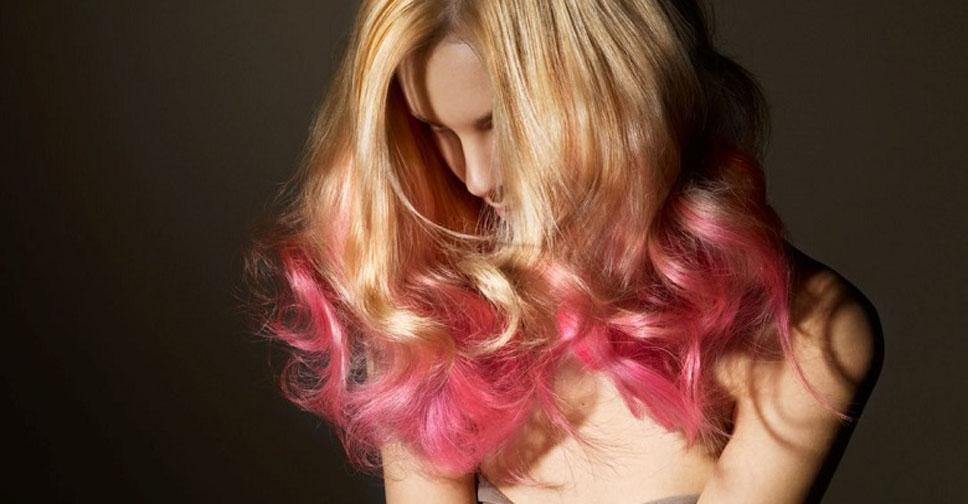 Русые волосы с розовыми кончиками