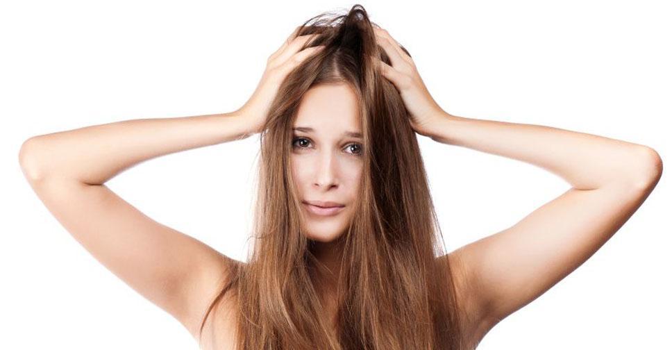Кожа головы сухая и чешется: что делать, лечение у взрослых, как ухаживать в домашних условиях и как избавиться?