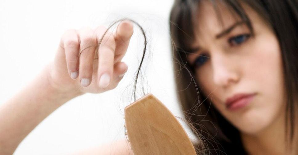 Почему выпадают волосы у мужчин и что с этим делать? Первые признаки облысения у мужчин — как распознать?Как восстановить волосы мужчине при облысении?