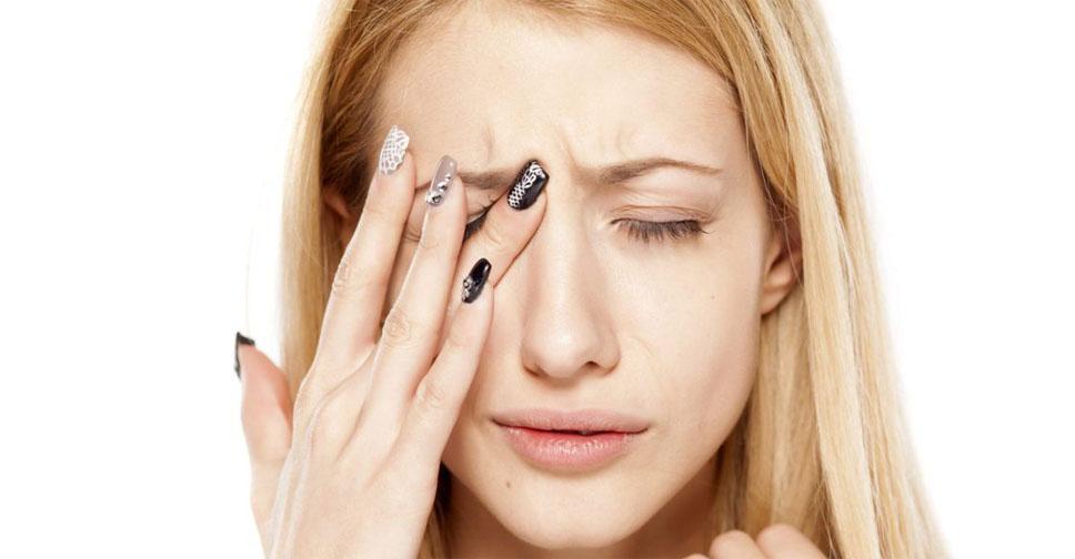 Почему шелушатся брови, причины и способы лечения