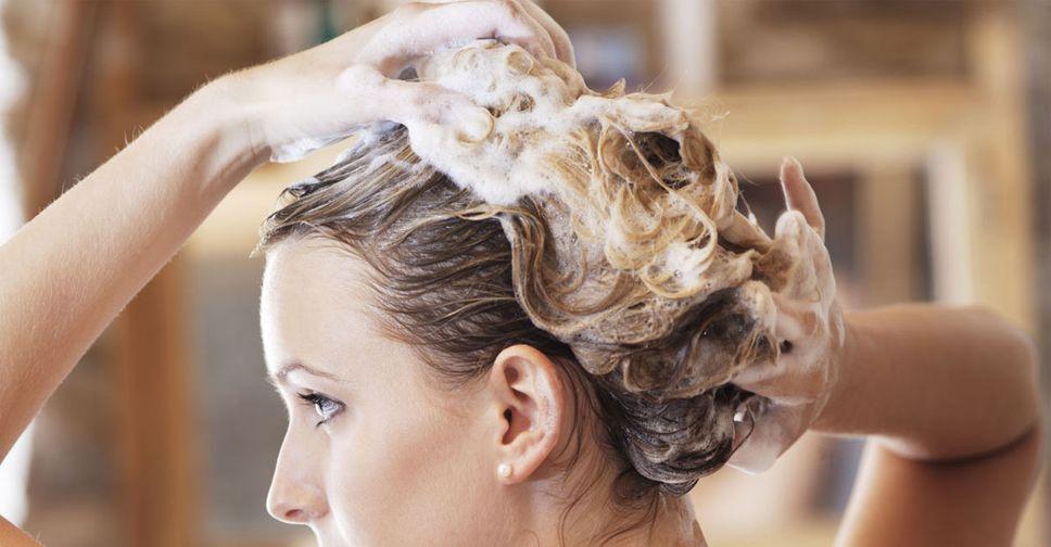 Почему волосы быстро становятся жирными и что делать с этим