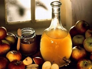 Яблочный уксус для волос: чем полезен, способы применения, рецепты ополаскивателей и масок