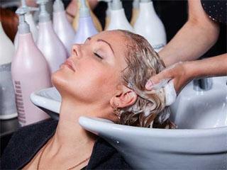 Когда лучше мыть голову перед прической