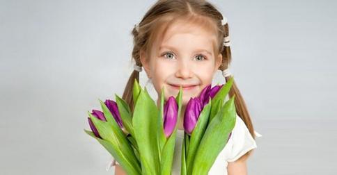 Идеальная прическа девочке на 8 марта: варианты для самых маленьких принцесс и школьниц