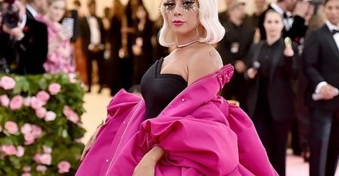 Леди Гага, Элль Фаннинг, Сиара и другие звезды, которые выбрали безвкусные образы для Met Gala
