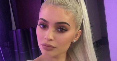 Кайли Дженнер снова сменила цвет волос