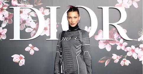 Розовые перышки снова в моде: Белла Хадид экспериментирует с волосами