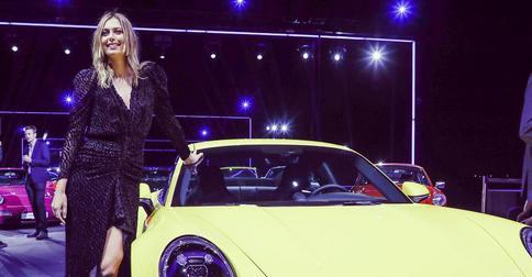 Маша Шарапова представила Porsche с кардинально новой прической