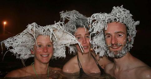 Ледяной доширак на голове: канадцы создают прически в экстремальных условиях