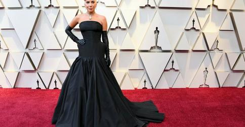 Самые эффектные образы звезд на красной дорожке церемонии «Оскар – 2019»