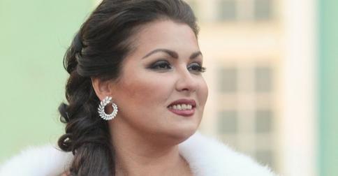 Кубанская казачка стала пепельной блондинкой: Анна Нетребко опубликовала фото в новом образеАнна Нетребко стала пепельной блондинкой и опубликовала фото в новом образе