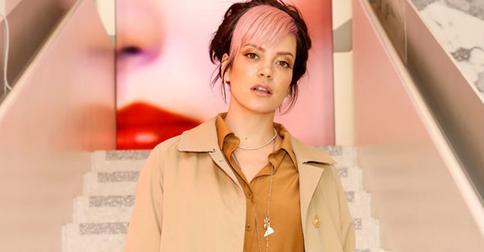 Лили Аллен задает новый тренд: как сочетать розовую челку и классический стиль