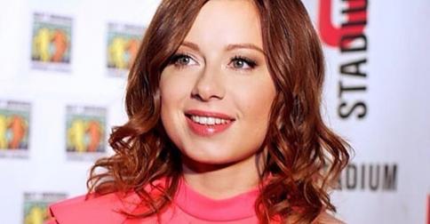Юлия Савичева сменила имидж и похвасталась косичками