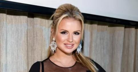 Свершилось: Анна Семенович перекрасилась в шатенку