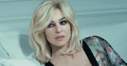 Моника Беллуччи вновь примерила образ блондинки для модного глянца