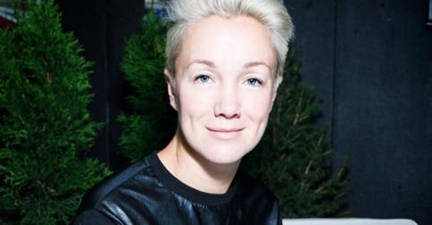 Дарья Мороз снова стала блондинкой и сделала еще более короткую стрижку