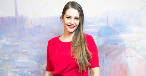 Глафира Тарханова похвасталась обновленной шевелюрой: актриса сменила цвет волос