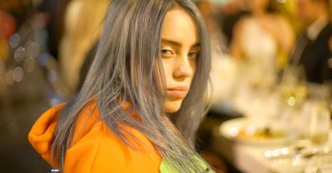 Бунтарка Билли Айлиш покрасила корни волос в кислотно-зеленый цвет