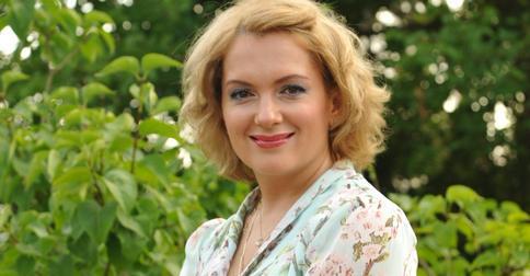 Мария Порошина в образе роковой брюнетки покорила сердца поклонников