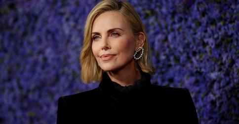 «Она вернулась»: Шарлиз Терон представила новый образ героини фильма «Форсаж»