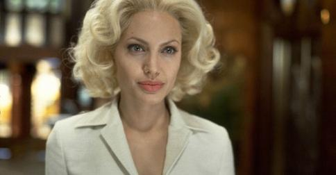 Анджелина Джоли стала платиновой блондинкой