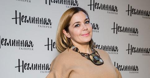 Ирина Пегова сразила подписчиков образом роковой брюнетки