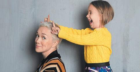 Дарья Мороз покрасила волосы девятилетней дочери
