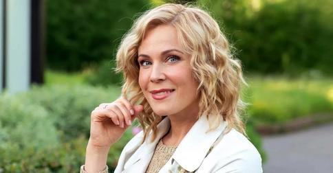 Мария Куликова покрасила волосы сама: «Отросшие корни не выношу»