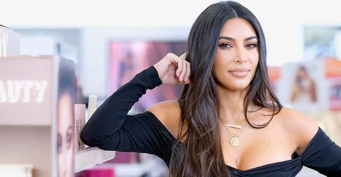 Ким Кардашьян впечатлила фанатов огненно-рыжими волосами