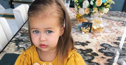 Самойлова рассказала об интересных особенностях волос ее младшей дочери