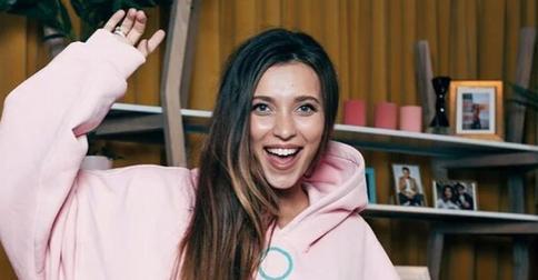 Регина Тодоренко перекрасила волосы в розовый цвет